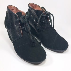 TOMS Black Serpentine Desert Wedge Bootie Size 7
